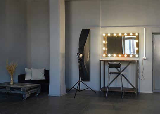 Фотостудия с зеркалом и окном