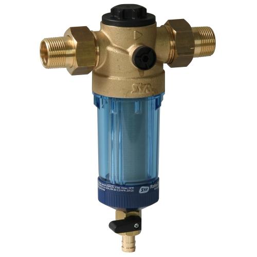 Фотограф для фотосъемки фильтров для воды