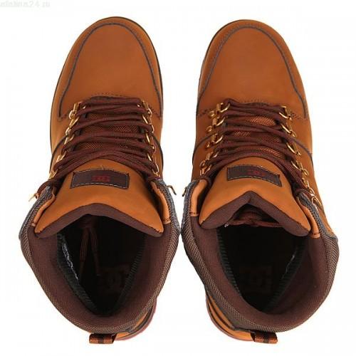 Фотограф для фотосъемки ботинок